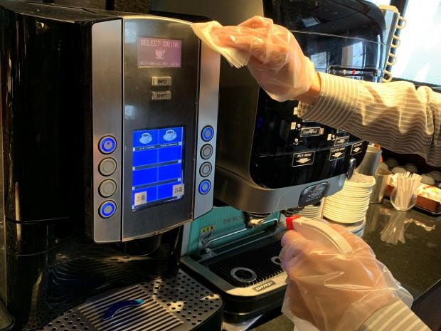 ドリンク、コーヒーマシン等のボタンの消毒