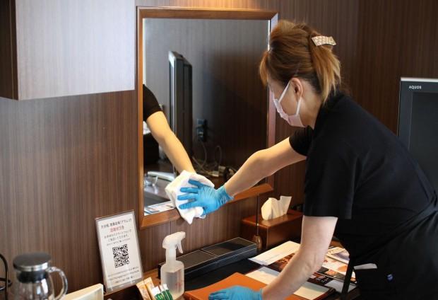 客室清掃時は常時換気を行い、マスク・手袋を着用